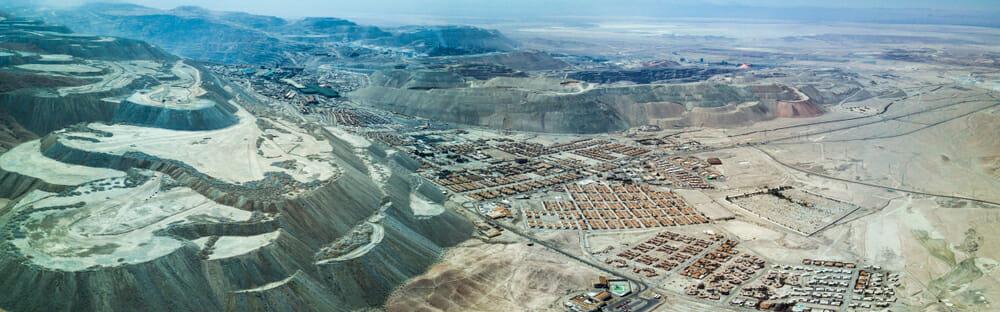 Eine Luftaufnahme von Chuquicamata, das für lange Zeit das größte Tagebau-Bergwerk der Welt
