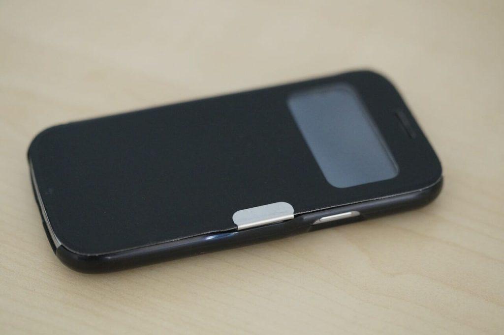 Smartphone mit Schutzhülle